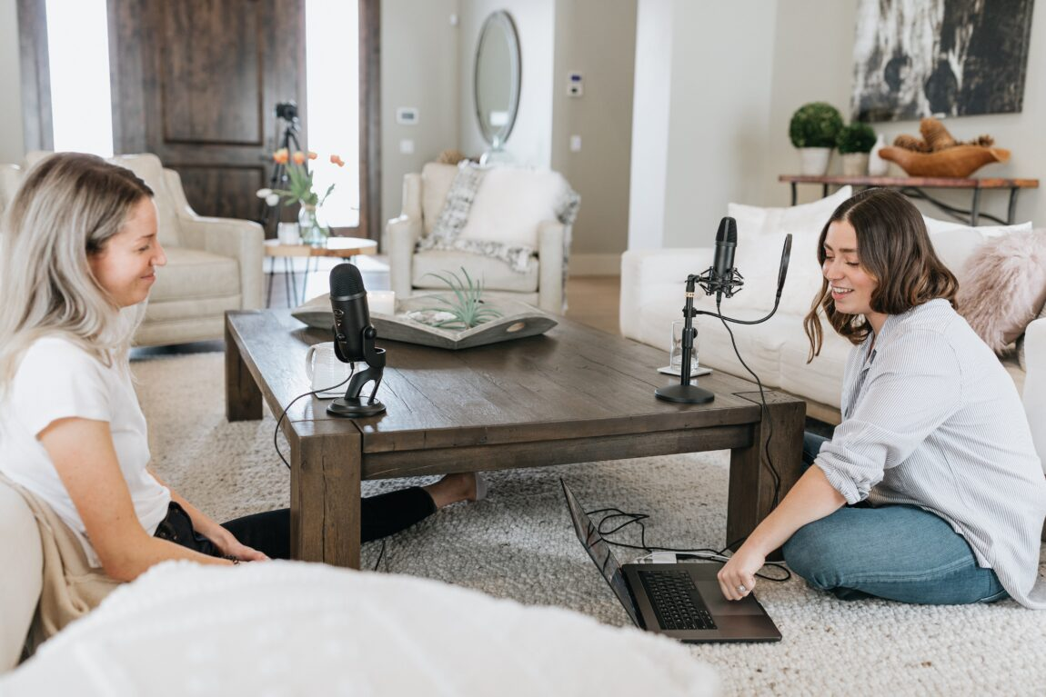 5 Of The Best Interior Design Podcasts To Get Addicted To in 2021
